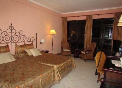 Hotelzimmer mit Volleyball im Iberostar Colonial
