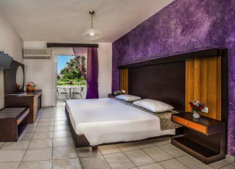Hotelzimmer mit Mountainbike im Hotel Corali