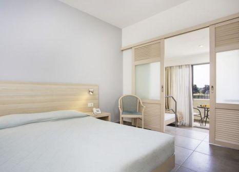Hotelzimmer mit Tennis im Niriides Hotel