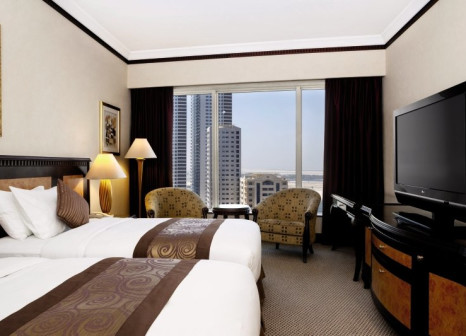 Hotelzimmer mit Tennis im Hilton Sharjah