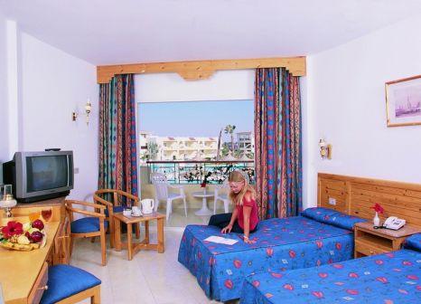 Hotelzimmer mit Mountainbike im LABRANDA Club Makadi