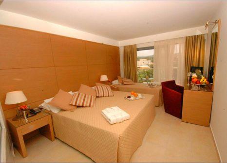 Hotelzimmer mit Volleyball im Club Marmara Doreta Beach