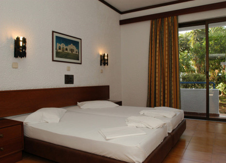 Hotelzimmer mit Tischtennis im Ladiko Hotel