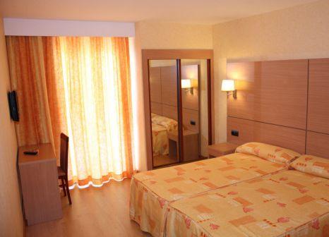 Hotelzimmer mit Mountainbike im Hotel Pimar & Spa