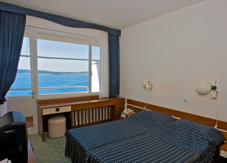 Hotelzimmer mit Volleyball im Hotel Brioni