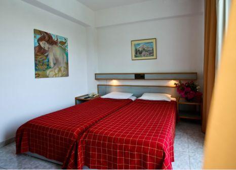 Hotelzimmer mit Mountainbike im Ekaterini