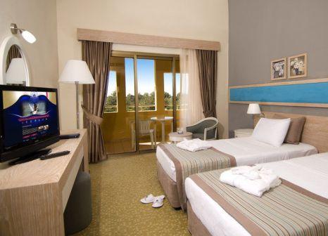 Hotelzimmer mit Volleyball im Labranda Excelsior Side