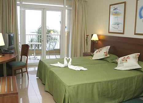 Hotelzimmer mit Mountainbike im Diamar
