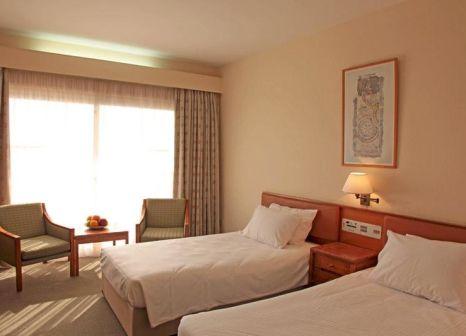 Hotelzimmer mit Mountainbike im Poseidonia Beach Hotel