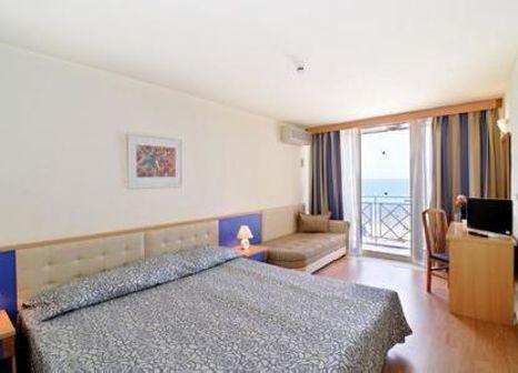 Hotelzimmer mit Mountainbike im Hotel Mura