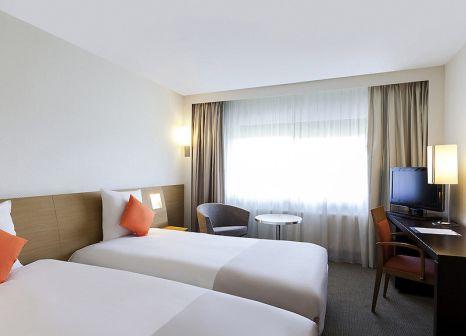 Hotelzimmer mit Volleyball im Novotel Barcelona Cornella