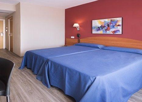 Hotelzimmer mit Tischtennis im Hotel Oasis Park