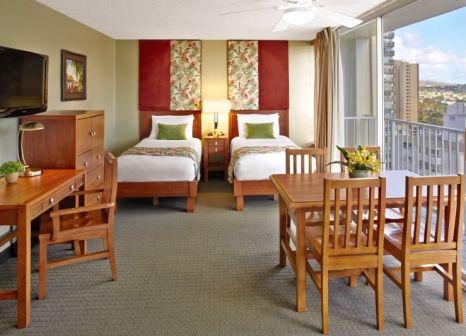 Hotelzimmer mit Sandstrand im Aqua Pacific Monarch