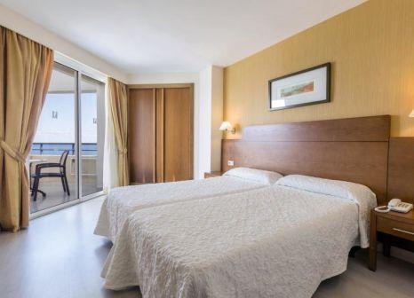 Hotelzimmer mit Mountainbike im Hipotels Bahía Grande