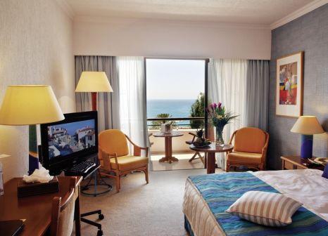 Hotelzimmer mit Yoga im Coral Beach Hotel & Resort