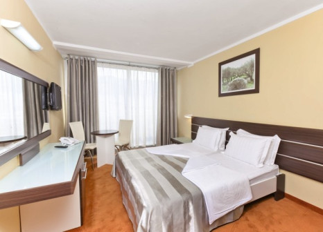 Hotelzimmer mit Mountainbike im Hotel Tara