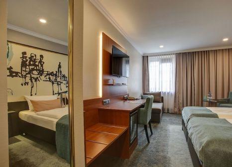 Hotelzimmer mit Mountainbike im Centro Hotel Weisser Hase