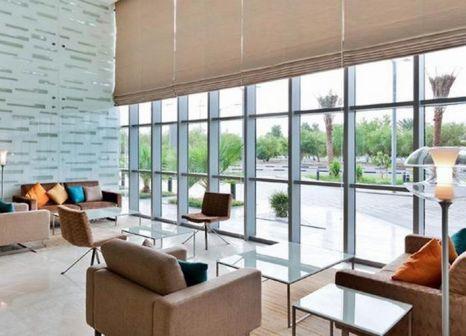Hotelzimmer mit Golf im Novotel Abu Dhabi Gate