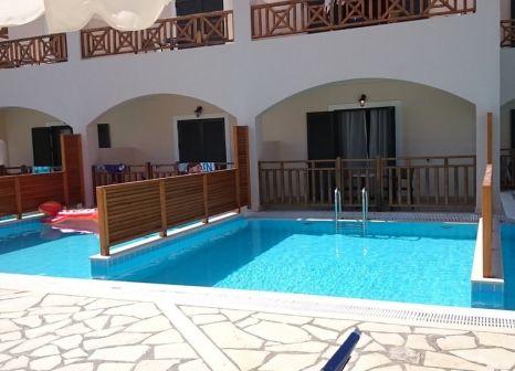 Hotelzimmer mit Mountainbike im Roda Beach Resort & Spa