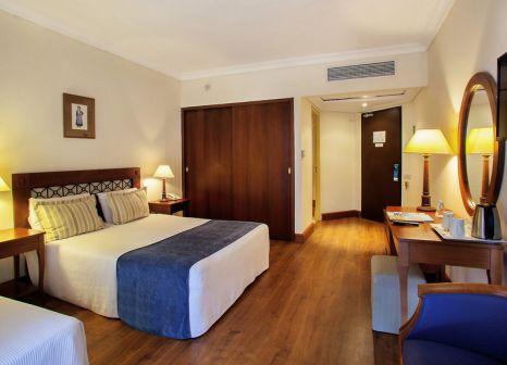 Hotelzimmer mit Mountainbike im TUI FAMILY LIFE Kerkyra Golf