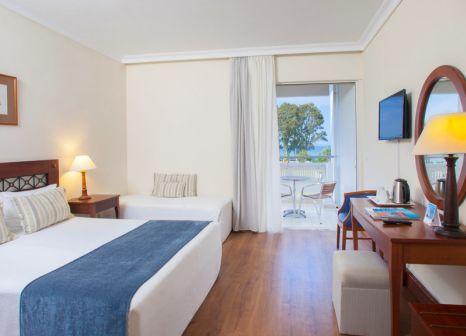 Hotelzimmer mit Volleyball im TUI FAMILY LIFE Kerkyra Golf