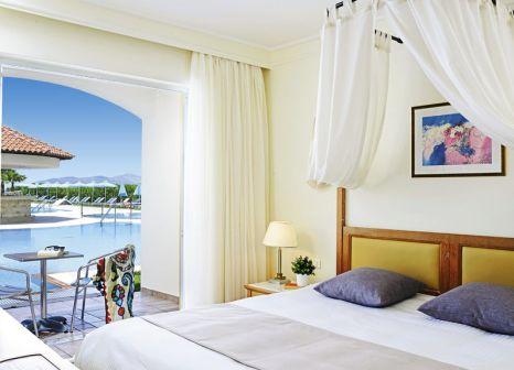 Hotelzimmer mit Volleyball im Atlantica Marmari Beach