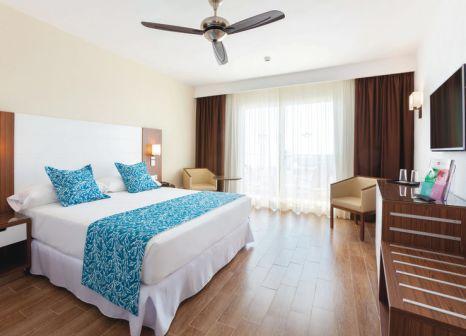 Hotelzimmer mit Tischtennis im Hotel Riu Arecas