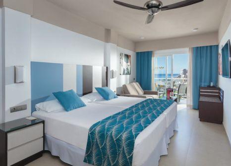Hotelzimmer mit Mountainbike im Hotel Riu Costa del Sol