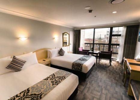 Hotelzimmer mit Hochstuhl im Amora Hotel Auckland