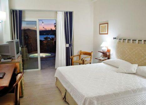 Hotelzimmer mit Mountainbike im Club Hotel Cala della Torre