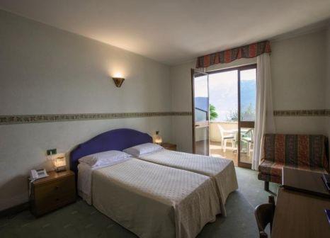 Hotelzimmer mit Mountainbike im Hotel Meandro