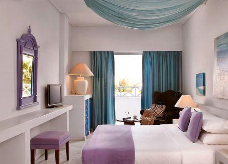 Hotelzimmer mit Mountainbike im Santorini Kastelli Resort