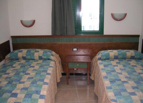 Hotelzimmer mit Mountainbike im Apartamentos Las Faluas