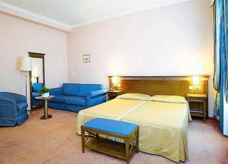 Hotelzimmer mit Mountainbike im Hotel Louis Leger