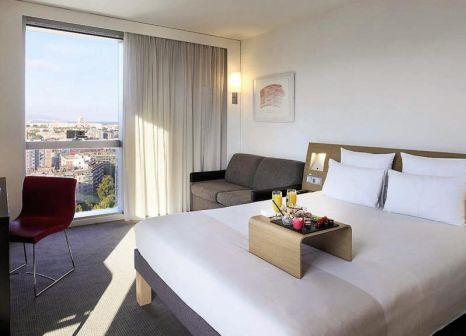 Hotelzimmer mit Mountainbike im Novotel Barcelona City
