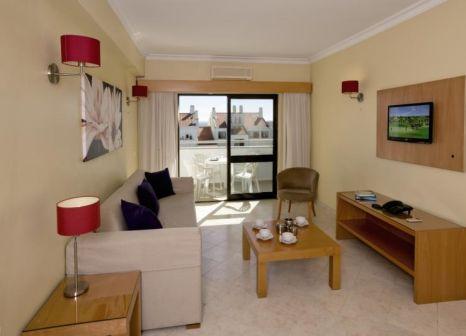 Hotelzimmer mit Mountainbike im Paladim & Alagoa Mar Aparthotels