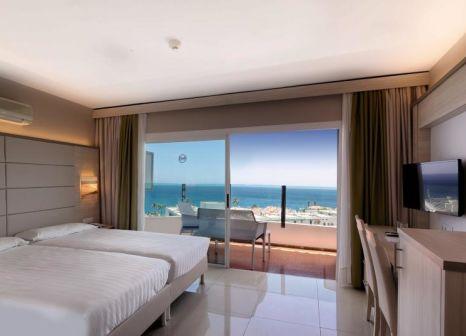 Hotelzimmer mit Mountainbike im Bull Hotel Escorial & Spa