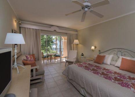 Hotelzimmer mit Volleyball im Iberostar Hacienda Dominicus