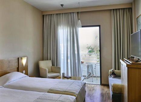 Hotelzimmer mit Mountainbike im Louis Phaethon Beach