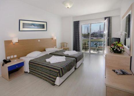 Hotelzimmer im Kosta Palace günstig bei weg.de