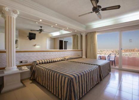 Hotelzimmer mit Mountainbike im Playacapricho Hotel