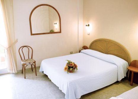 Hotelzimmer mit Mountainbike im Hotel Grotticelle