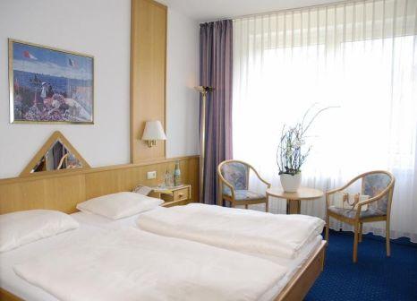 Hotelzimmer mit Mountainbike im Waldhotel Berghof