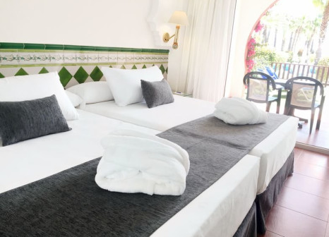 Hotelzimmer mit Mountainbike im Playacalida Spa