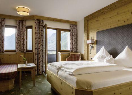 Hotelzimmer mit Mountainbike im Almhof