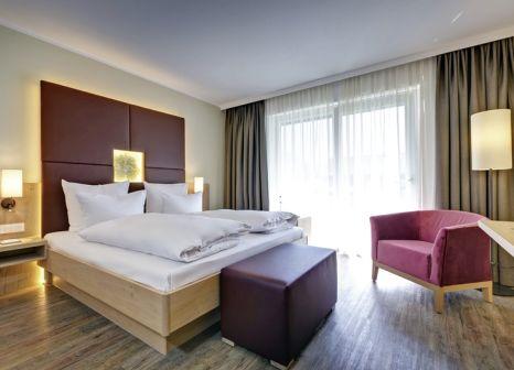 Hotelzimmer mit Mountainbike im Obermühle Boutique Resort