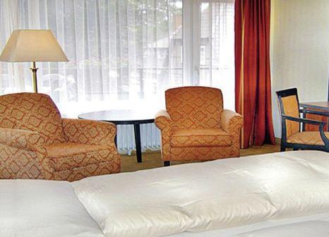 Hotelzimmer mit Mountainbike im Hof Sudermülen