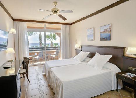 Hotelzimmer mit Mountainbike im Occidental Jandía Playa