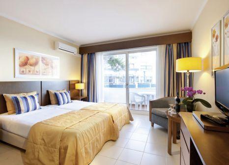 Hotelzimmer mit Golf im Hotel Roca Mar