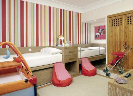 Hotelzimmer mit Volleyball im Princesa Yaiza Suite Resort